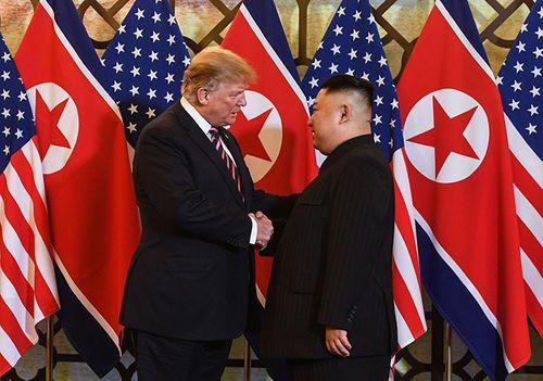 Hình ảnh ghi dấu ấn của Tổng thống Trump và Chủ tịch Kim Jong-un tại Hà Nội - Ảnh 1