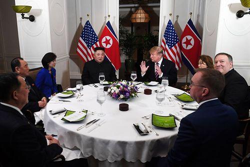 Hình ảnh ghi dấu ấn của Tổng thống Trump và Chủ tịch Kim Jong-un tại Hà Nội - Ảnh 2