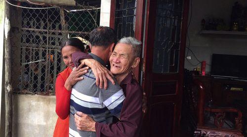 Cảm động câu chuyện cụ ông tìm thấy cha mẹ sau 40 năm mất tích - Ảnh 1