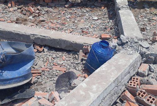 Sập công trình ở Vĩnh Long, vùi lấp ít nhất 15 người, 5 người chết tại chỗ - Ảnh 1