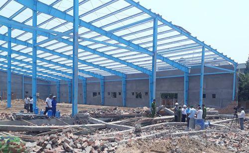 Sập công trình ở Vĩnh Long, vùi lấp ít nhất 15 người, 5 người chết tại chỗ - Ảnh 2