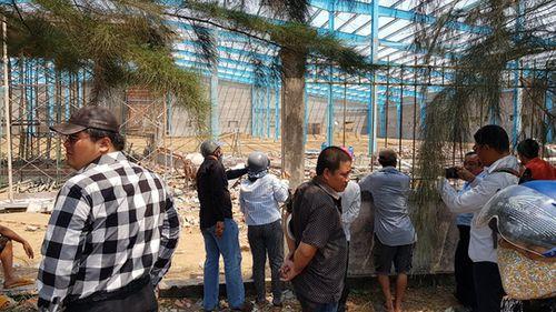 Cận cảnh hiện trường tan hoang vụ sập tường ở Vĩnh Long khiến 5 công nhân thiệt mạng - Ảnh 4
