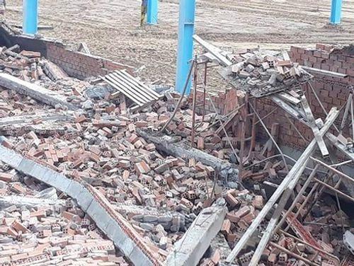 Cận cảnh hiện trường tan hoang vụ sập tường ở Vĩnh Long khiến 5 công nhân thiệt mạng - Ảnh 5