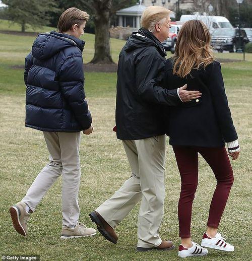 Quý tử 12 tuổi nhà Tổng thống Trump lại thu hút vì vẻ ngoài điển trai và cao lớn bất ngờ - Ảnh 3