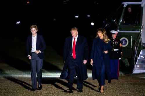 Quý tử 12 tuổi nhà Tổng thống Trump lại thu hút vì vẻ ngoài điển trai và cao lớn bất ngờ - Ảnh 4