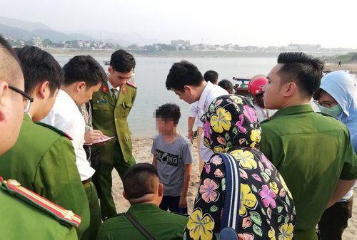 Hình ảnh tang thương tại hiện trường vụ 8 học sinh Hòa Bình chết đuối trên sông Đà - Ảnh 5