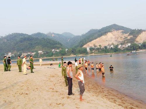 Hình ảnh tang thương tại hiện trường vụ 8 học sinh Hòa Bình chết đuối trên sông Đà - Ảnh 7