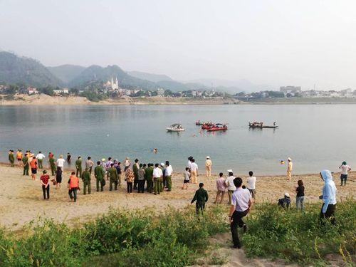 Hình ảnh tang thương tại hiện trường vụ 8 học sinh Hòa Bình chết đuối trên sông Đà - Ảnh 8