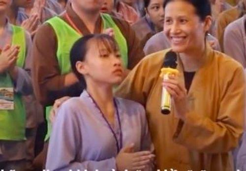 """Cuộc sống của cô gái co giật trong video """"vong nhập"""" ở chùa Ba Vàng xáo trộn vì bị chỉ trích  - Ảnh 1"""