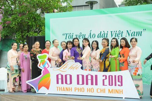 Trên 3.000 phụ nữ đồng diễn với áo dài trên phố đi bộ Nguyễn Huệ - Ảnh 3