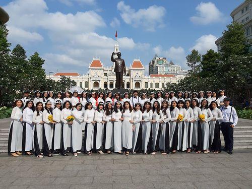 Trên 3.000 phụ nữ đồng diễn với áo dài trên phố đi bộ Nguyễn Huệ - Ảnh 11
