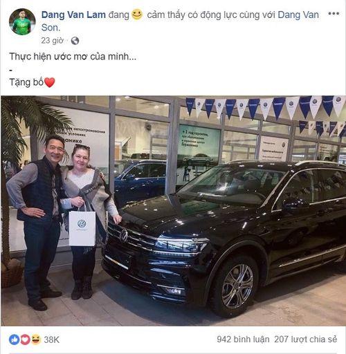 """Cận cảnh loạt quà tặng """"khủng"""" của các tuyển thủ Việt Nam cho gia đình sau 1 năm thành công - Ảnh 1"""