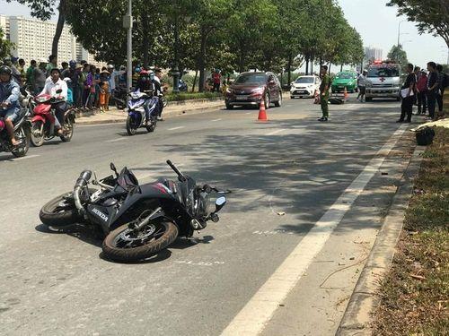 Tin tai nạn giao thông mới nhất ngày 4/3/2019: Nam thanh niên đi xe phân khối lớn văng vào lề đường tử vong - Ảnh 1