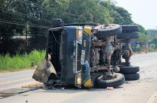 Tin tai nạn giao thông mới nhất ngày 4/3/2019: Nam thanh niên đi xe phân khối lớn văng vào lề đường tử vong - Ảnh 2