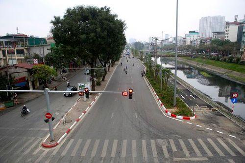 Nhiều tuyến phố Hà Nội vắng hoe, yên ả trong ngày giỗ Tổ Hùng Vương - Ảnh 4