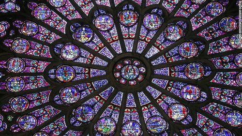 """Những """"bảo vật vô giá"""" bên trong Nhà thờ Đức Bà Paris  - Ảnh 1"""