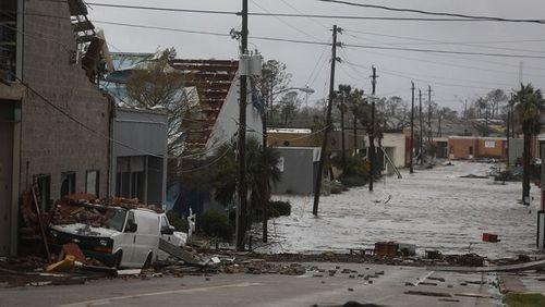 """Chùm ảnh: Cơn bão """"quái vật"""" lớn nhất thế kỷ tàn phá miền nam nước Mỹ - Ảnh 1"""