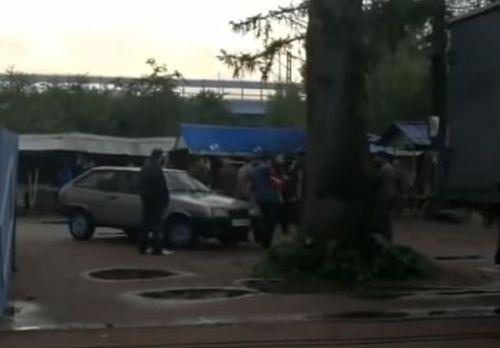 Video: Thăm mộ trùm ma túy, 5 người bất ngờ bị bắn chết không rõ nguyên do - Ảnh 1