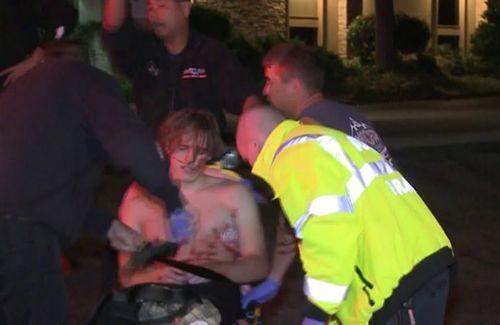 Hiện trường vụ xả súng kinh hoàng quán bar ở Mỹ, ít nhất 12 người thiệt mạng - Ảnh 2