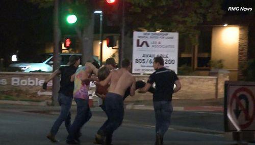 Hiện trường vụ xả súng kinh hoàng quán bar ở Mỹ, ít nhất 12 người thiệt mạng - Ảnh 5