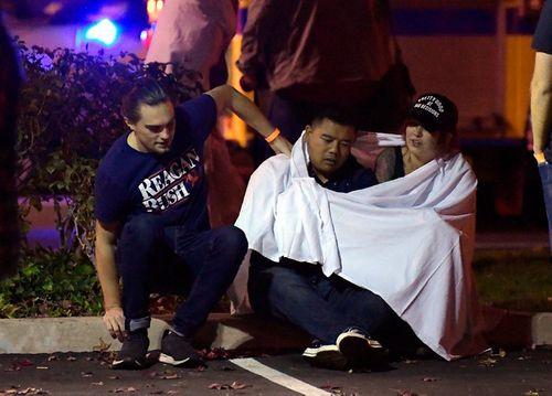 Hiện trường vụ xả súng kinh hoàng quán bar ở Mỹ, ít nhất 12 người thiệt mạng - Ảnh 6