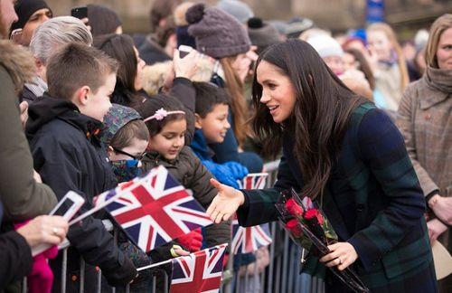 Cưới hoàng tử Harry, nữ diễn viên Meghan Markle sẽ mang tước hiệu gì? - Ảnh 2