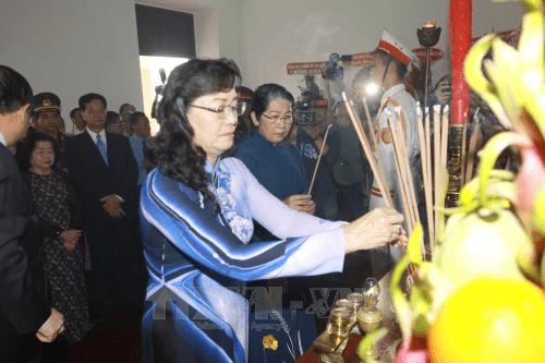 Lãnh đạo TP Hồ Chí Minh dâng hương tưởng niệm Bác Hồ - Ảnh 2