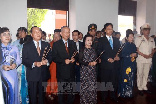 Lãnh đạo TP Hồ Chí Minh dâng hương tưởng niệm Bác Hồ - Ảnh 1