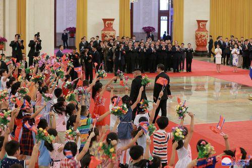 Triều Tiên công bố hình ảnh chuyến thăm Trung Quốc lần 3 của ông Kim Jong-un - Ảnh 5