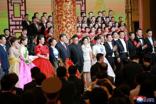 Triều Tiên công bố hình ảnh chuyến thăm Trung Quốc lần 3 của ông Kim Jong-un - Ảnh 9