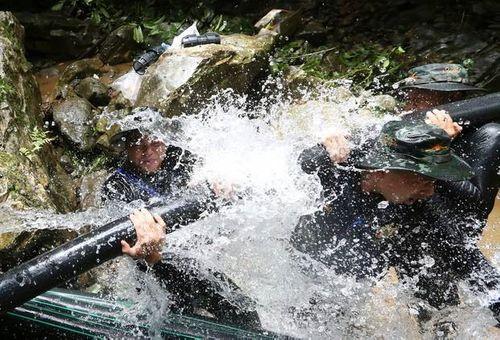Nông dân Thái Lan từ chối nhận tiền bồi thường sau chiến dịch giải cứu đội bóng nhí - Ảnh 2