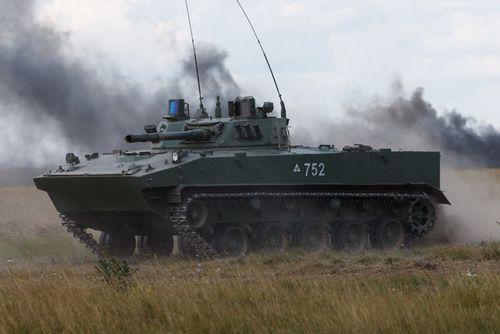 Video xe thiết giáp Nga được thả từ trên không xuống - Ảnh 2