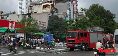 Hiện trường vụ cháy quán lẩu ở Hà Nội khiến 1 nhân viên thiệt mạng - Ảnh 1