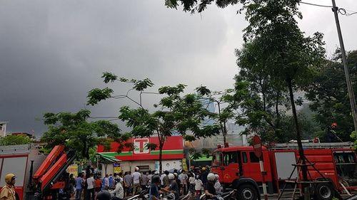 Hiện trường vụ cháy quán lẩu ở Hà Nội khiến 1 nhân viên thiệt mạng - Ảnh 2