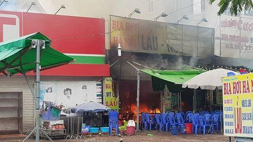 Hiện trường vụ cháy quán lẩu ở Hà Nội khiến 1 nhân viên thiệt mạng - Ảnh 3