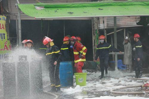 Hiện trường vụ cháy quán lẩu ở Hà Nội khiến 1 nhân viên thiệt mạng - Ảnh 4