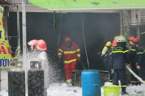 Hiện trường vụ cháy quán lẩu ở Hà Nội khiến 1 nhân viên thiệt mạng - Ảnh 5