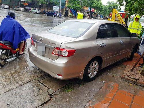 Nghi án mẹ thắt cổ con và cháu tại Hà Nội: CSGT chặn xe chở thi thể 2 cháu bé - Ảnh 1