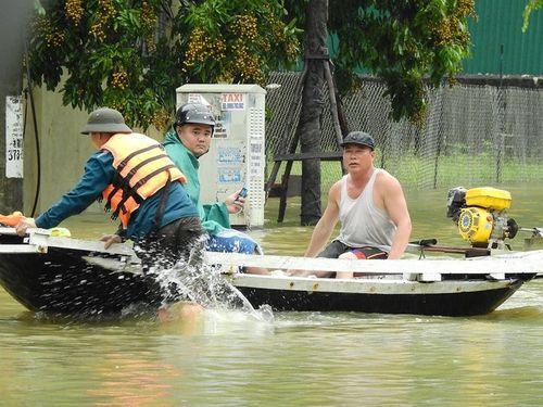 Quảng Ninh: Mưa lớn khiến nhiều nơi ngập sâu tới 2m, chia cắt quốc lộ 18A - Ảnh 15