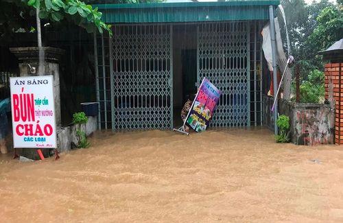 Quảng Ninh: Mưa lớn khiến nhiều nơi ngập sâu tới 2m, chia cắt quốc lộ 18A - Ảnh 8