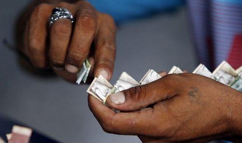 Lạm phát ở Venezuela: Thu ngân cân tiền cho nhanh thay vì đếm - Ảnh 13