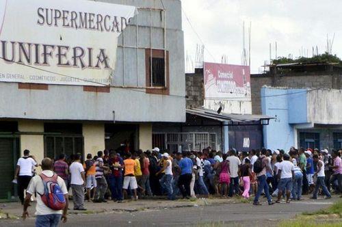 Lạm phát ở Venezuela: Thu ngân cân tiền cho nhanh thay vì đếm - Ảnh 3