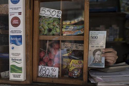 Lạm phát ở Venezuela: Thu ngân cân tiền cho nhanh thay vì đếm - Ảnh 4