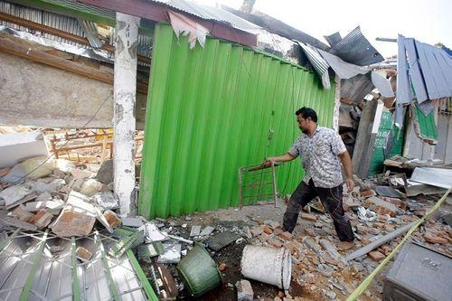 Động đất tại Indonesia: Cận cảnh siêu thị đổ sập trong chớp mắt - Ảnh 2