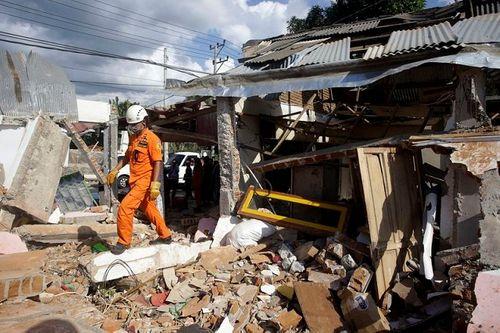 Động đất tại Indonesia: Cận cảnh siêu thị đổ sập trong chớp mắt - Ảnh 4