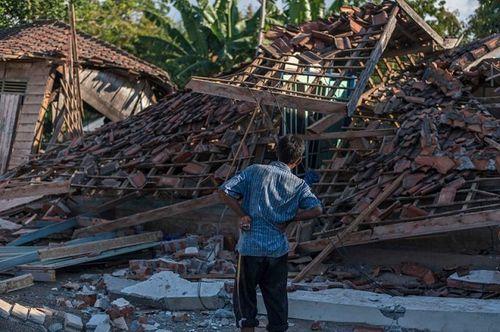 Động đất tại Indonesia: Cận cảnh siêu thị đổ sập trong chớp mắt - Ảnh 5