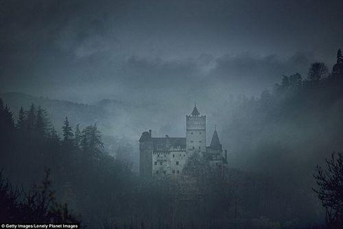 Khám phá lâu đài có thật của bá tước Dracula: Viên ngọc huyền bí tại Rumani - Ảnh 1