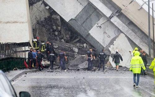 """""""Địa ngục trần gian"""" sau thảm kịch sập cầu cao 100m tại Italy: Ít nhất 35 người thiệt mạng - Ảnh 2"""