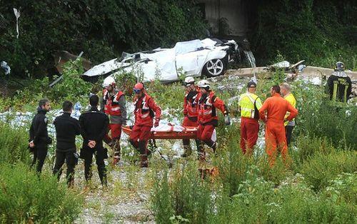 """""""Địa ngục trần gian"""" sau thảm kịch sập cầu cao 100m tại Italy: Ít nhất 35 người thiệt mạng - Ảnh 14"""