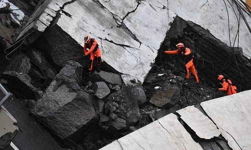 """""""Địa ngục trần gian"""" sau thảm kịch sập cầu cao 100m tại Italy: Ít nhất 35 người thiệt mạng - Ảnh 4"""